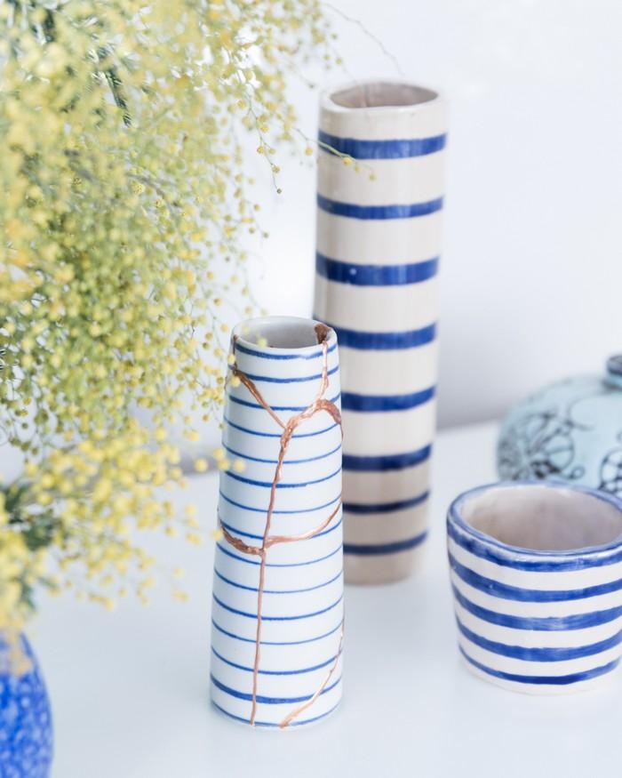 japanischer minimalismus japanischer einrichtungsstil japanische wohnung wabi sabi interior kintsugi kunst drei vasen keramik wabi sabi wohnen