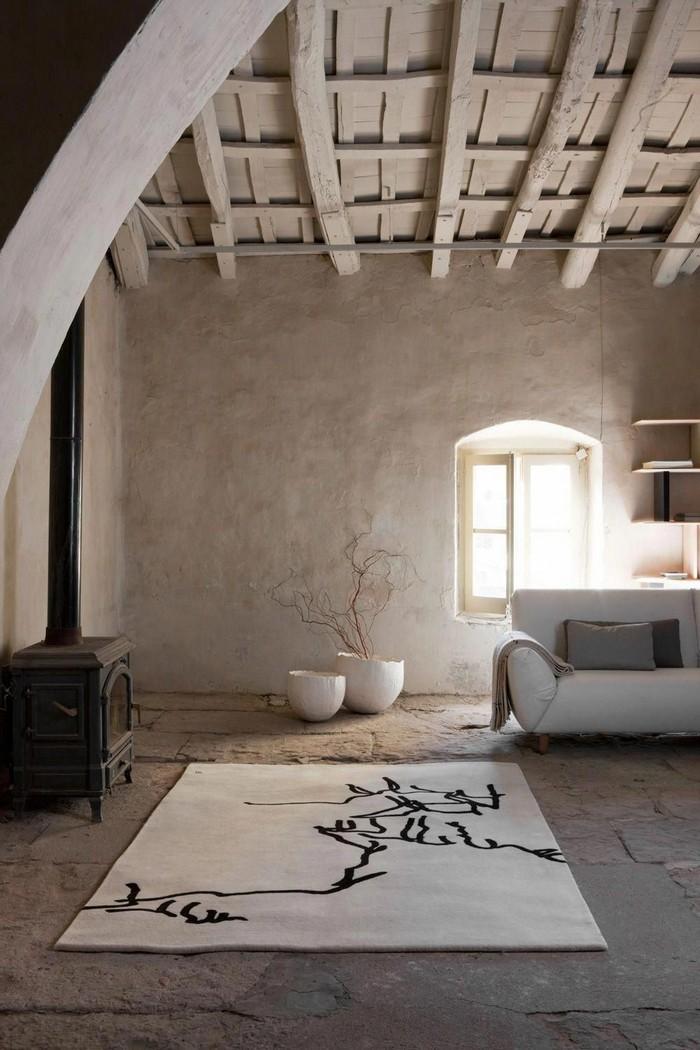 japanisches wohnzimmer japanischer einrichtungsstil wabi sabi interior japanische wohnung minimalismus weißer teppich holzdach weißer sofa niedrig