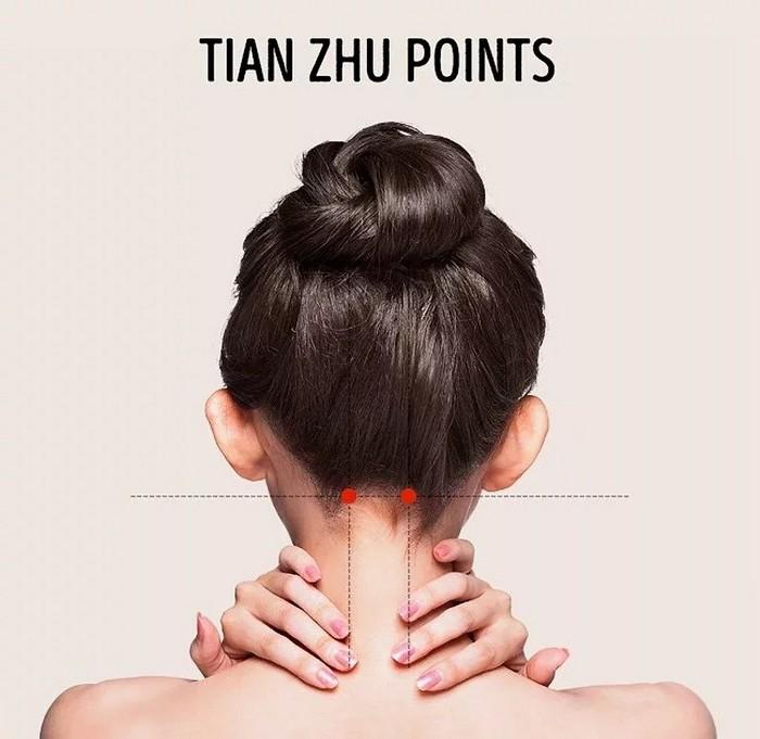 kopfschmerzen ständig kopfschmerzen was hilft gegen migräne massage punkte hinterkopf tian zhu punkte massieren