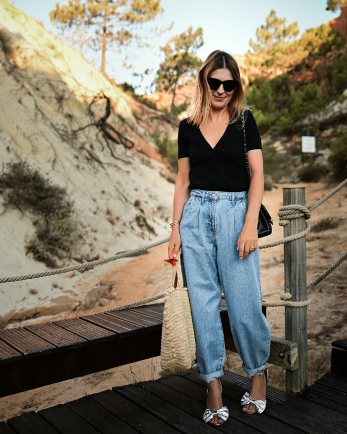 lässiges outfit wide leg jeans damen schwarzes t shirt casual style inspiration weite jeans