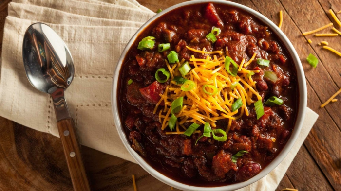 löffel eine weiße decke chili con carne rezept käse und lauch