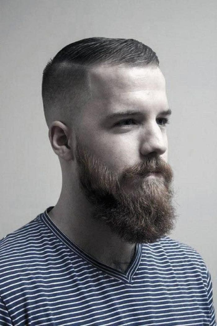 langer bart frisuren für männer sehr kurz frisurentrend 2021 herren frisuren inspiration blaues t shirt