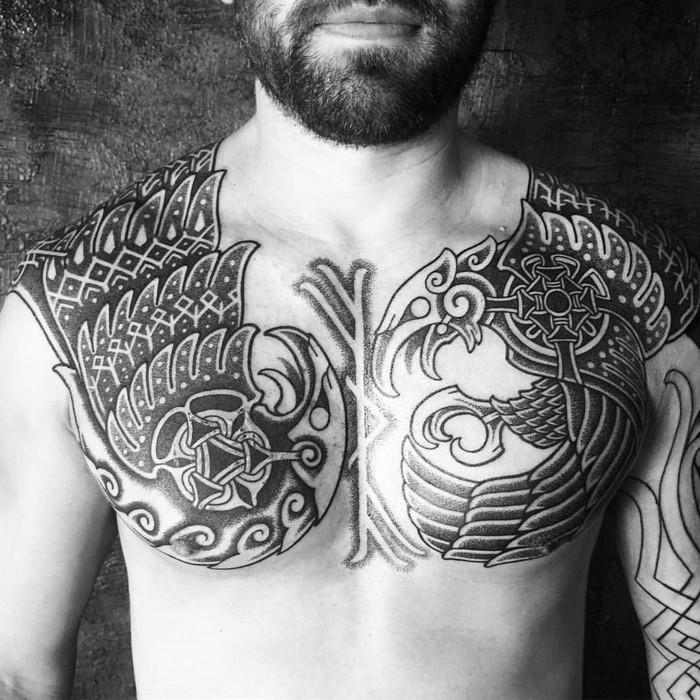 lebensrune nordische symbole odal rune zwilllingsraben tattoo wikinger germanische runen nordische runen raben brust mann schwarz