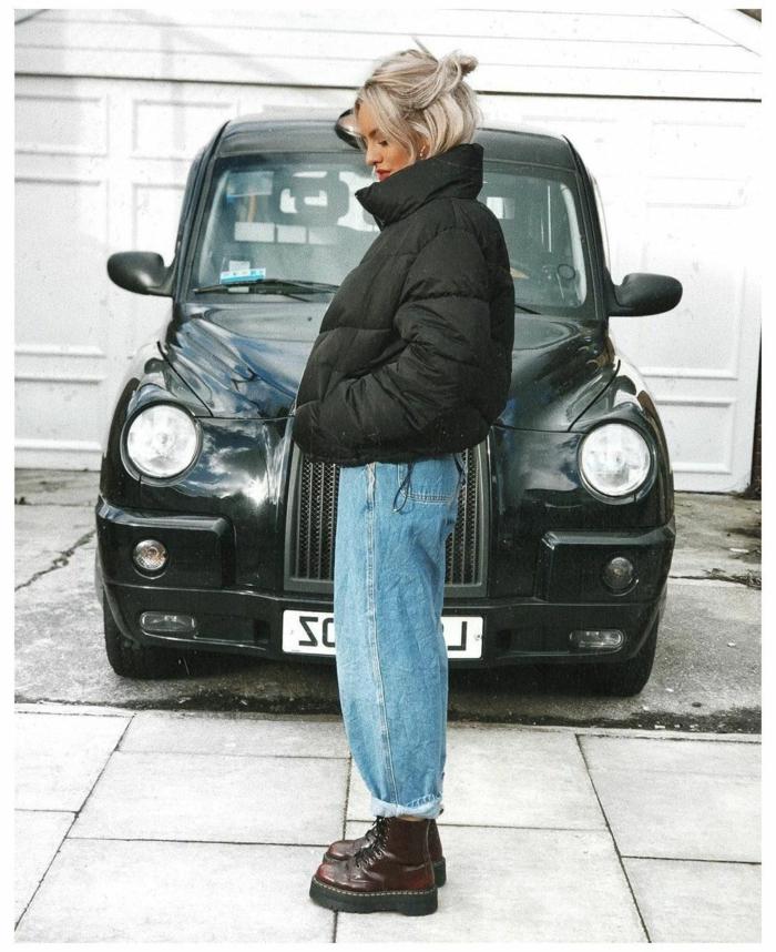 london street style schwarze puffige jacke doc martens boots slouchy jeans mit hohe bund mode inspo 2021