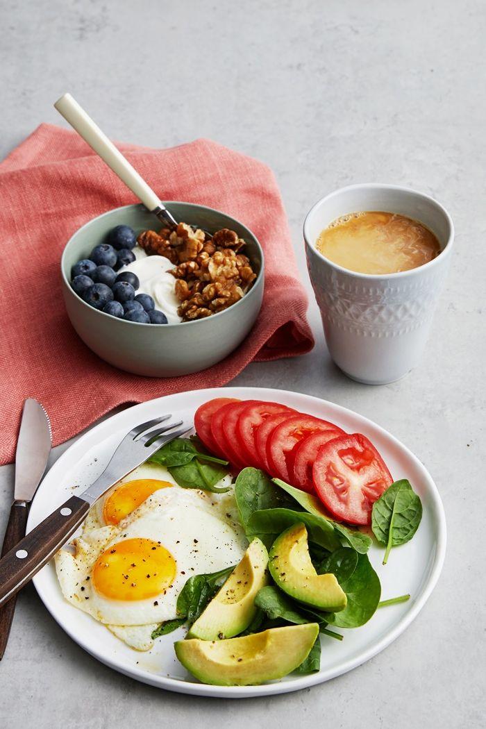 louwen rezepte frühstücksideen gesundes frühstück mit eiern und avocado
