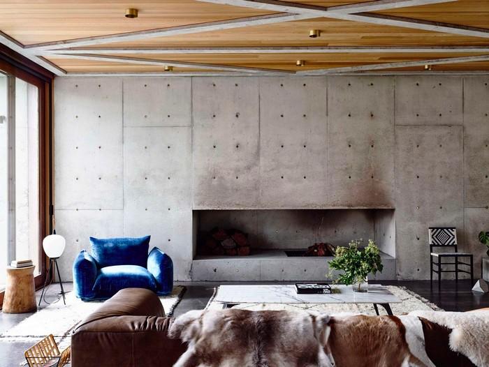 moderne japainische wohnung wabi sabi wohnen japanische einrichtung wohnzimmer japanischer stil braunes sofa sessel blau industrial