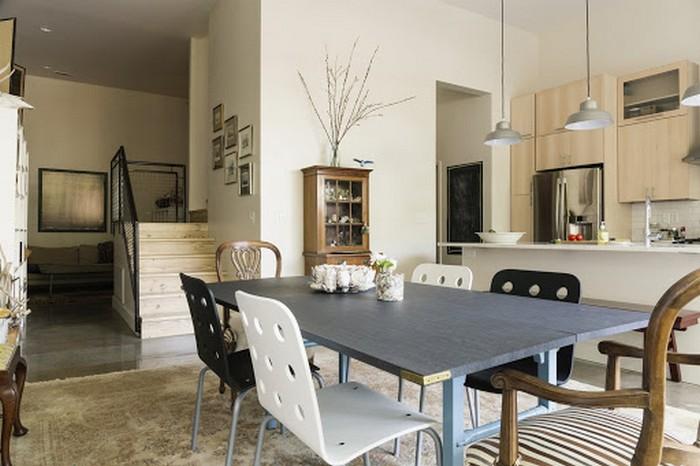 moderne japanische wohnung japanischer einrichtungsstil wabi sabi wohnen wohnzimmer japanischer stil esstisch holz und metal stühle plastik und holz weiße wände