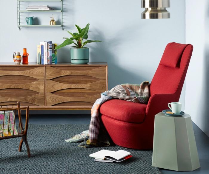 moderner rotes sessel schrank aus holz moderne inneneinrichtung hygge style interior design inspiration 2021 ideen