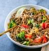 nudeln mit soße sooba noodles rezept japanische gerichte pasta mit gemüse und sojasoße