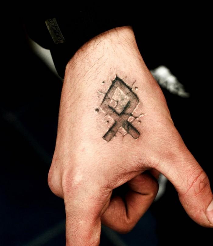odal rune runen bedeutung runen tattoo runen namen odal tattoo auf dem hand