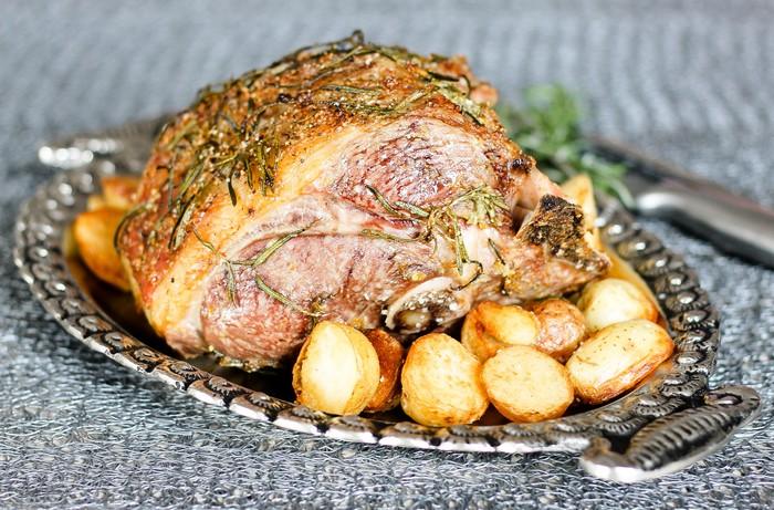 osterrezepte hauptspeise chefkoch ostern ostergerichte lammfleisch bein mit kartoffeln rezepte ostern