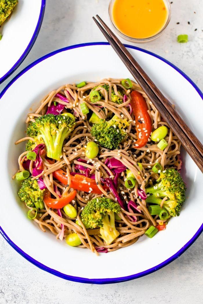 pasta & nudeln salat mit brokkoli paprikas und zwiebel gesunde rezepte