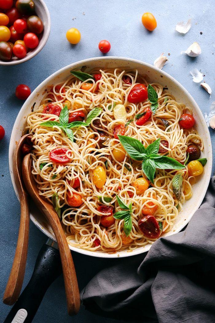 rezepte mit nudeln mittagessen ideen leckere gerichte pasta mit basilikum und cherry tomaten