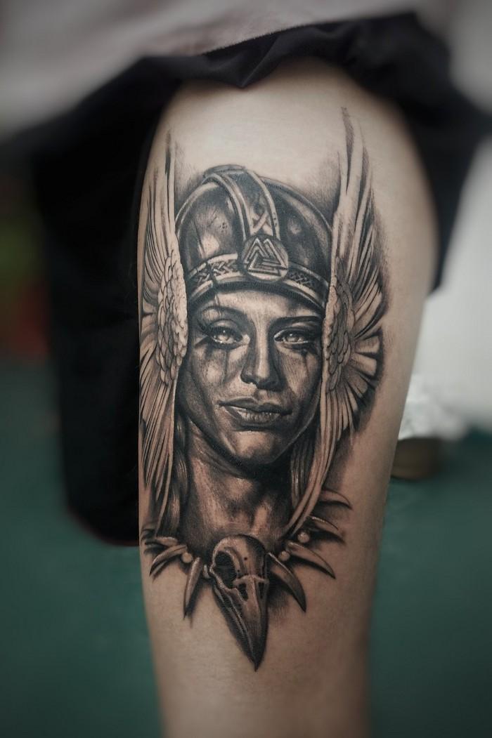 runen namen tattoo runen nordische mythologie tattoo runen symbole viking tattoo göttin helm bein