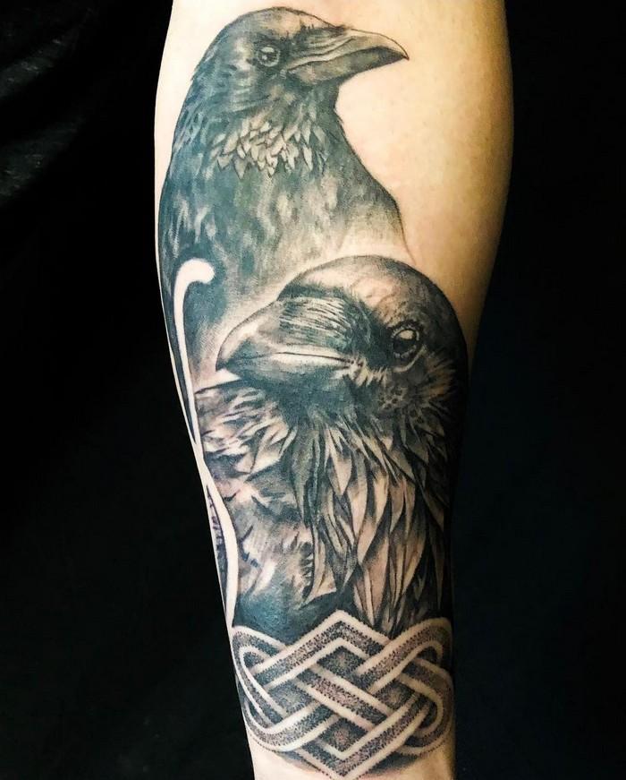 runen namen wikinger tattoo nordische tattoos nordische mythologie tattoos zwillingsraveb odal arm schwarz