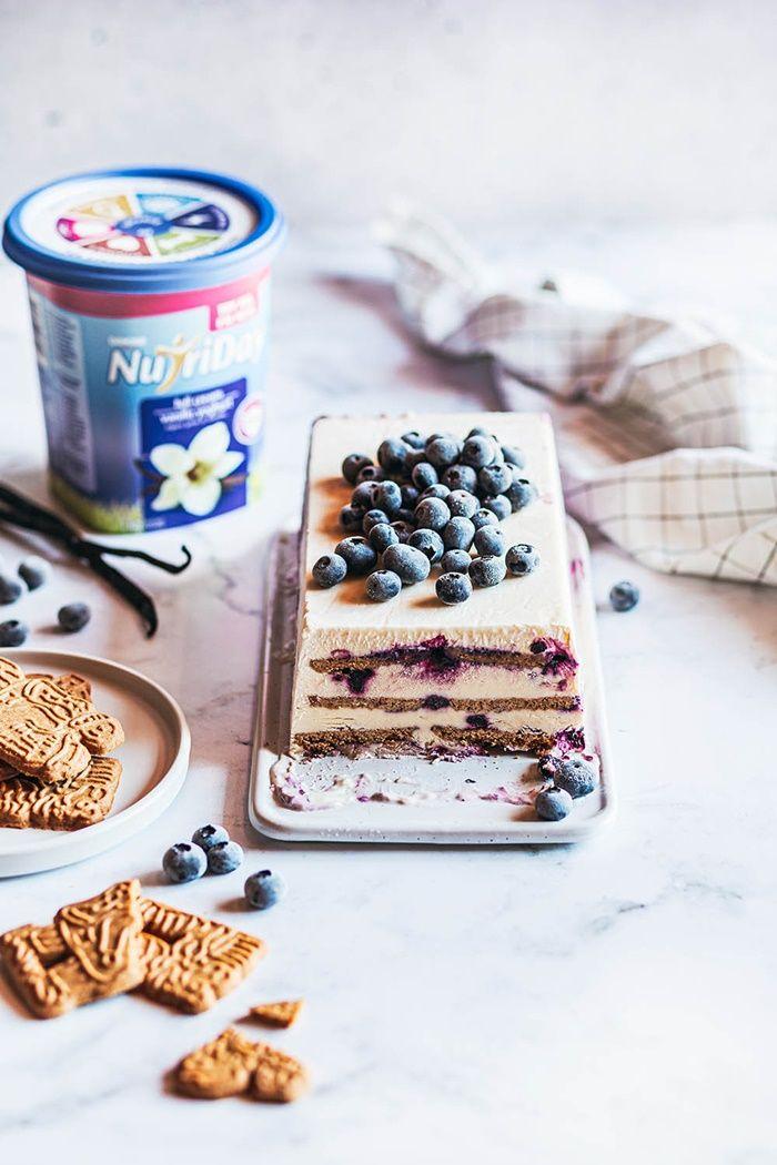 speculatius parfait rezept mit blaubeeren leckerer nachtisch sommerdessert mit früchten undkeksen