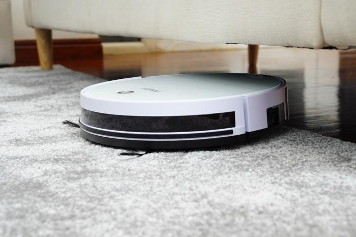 teppich reinigen mit staubsaugerroboter weiß irobot welche modelle saugroboter gibt es