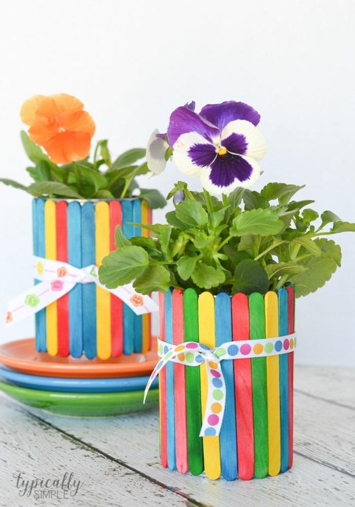 upcycling ideen blumentopf aus eisstangen bunt bemalt bastelideen kinder muttertagsgeschenke selber machen