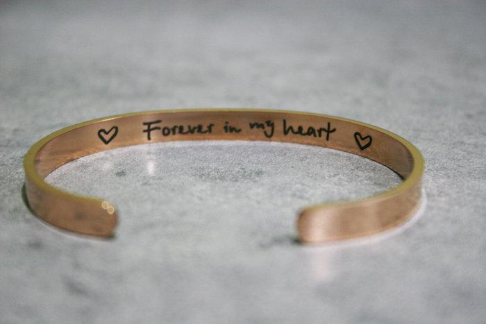 valentinsgrüße für freunde ideen valentinstag schön valentinstag valentinstag geschenke goldener armband mit überschrift