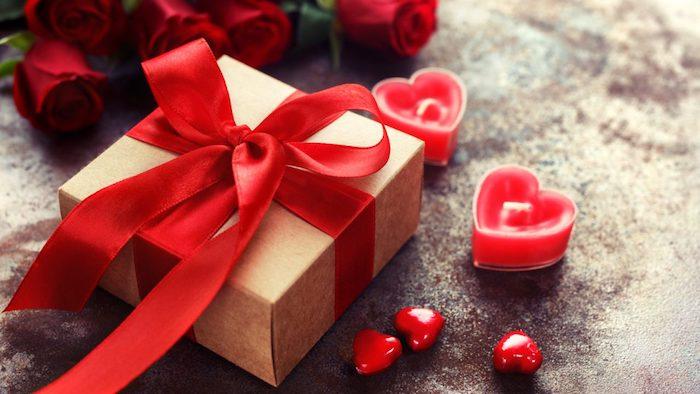 valentinstag freundin ideen valentinstag schnön valentinstag valentinstag geschenke freundin valentinstag gesschenk frau box mit roter schleife