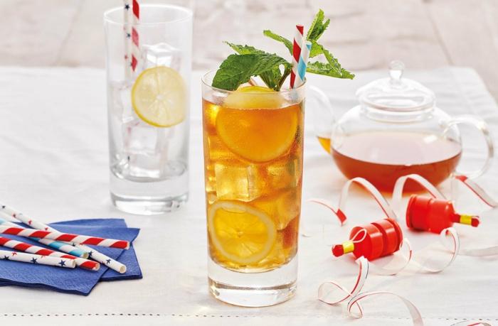 viele strohhalme pfirsich eistee selber machen ohne zucker ein glas mit tee