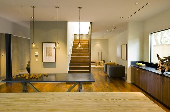 wabi sabi interior japanische inneneinrichtung japanischer einrichtungsstil wohnzimmer japanisch einrichten holztreppen beige wände licht großes raum
