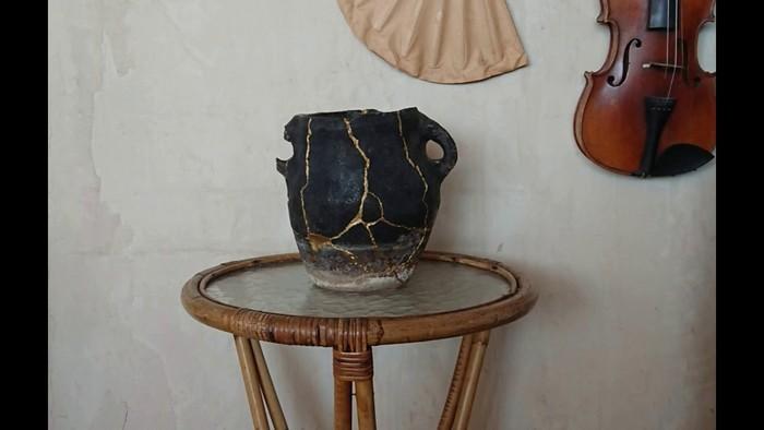 wabi sabi wohnen japanische wohnung inneneinrichtzung moderne japanische wohnung kintsugi vase kerami minimalistisch