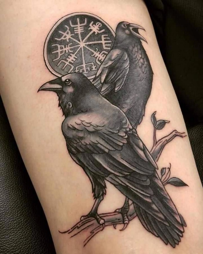wikinger runen tattoo runen bedeutung nordische tattoos germansiche tattoos zwillingsraben odal rune helm von awe