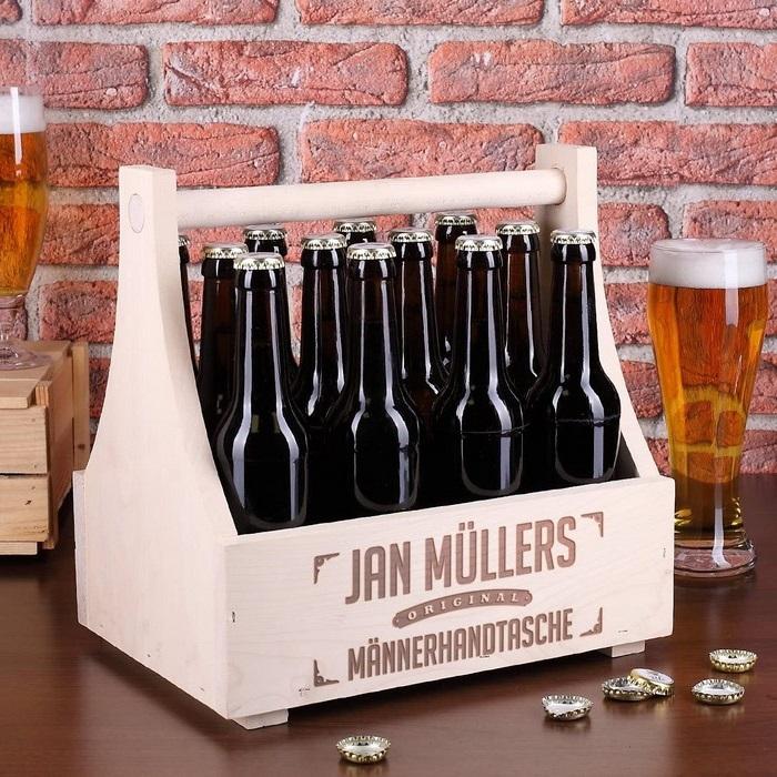 ausgefallene geschenke für männer ab 60 geschenk geburtstag mann geburtstag 60 mann holzkorb mit 8 bierflaschen und zwei gläsern personalisiert