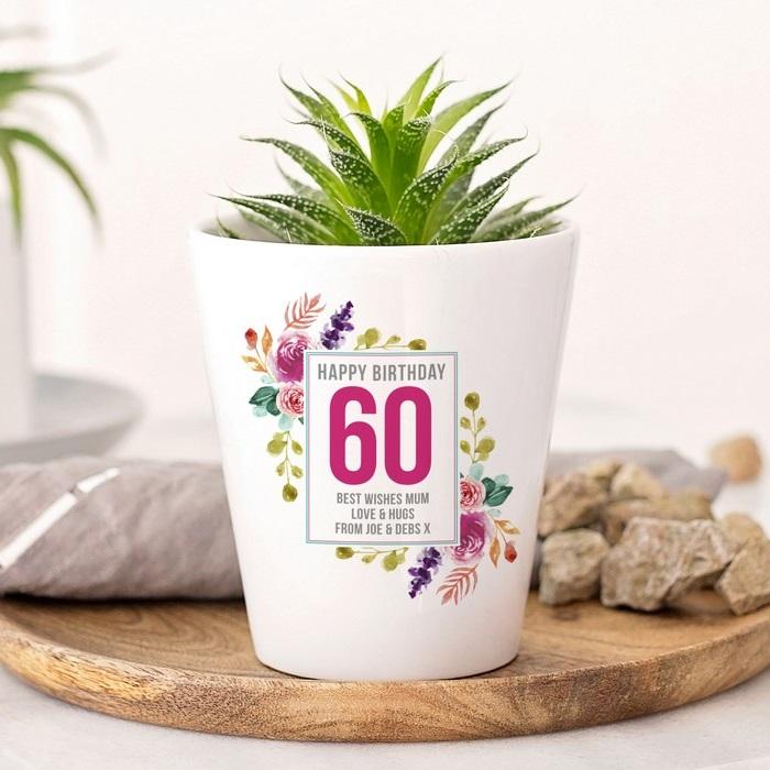 ausgefallene geschenke zum 60 geburtstag ideen zum geburtstag geschenke zum 60 geburtstag frau blumentopf mit pflanzen weiß mit botschaft zum 60 geburtstag