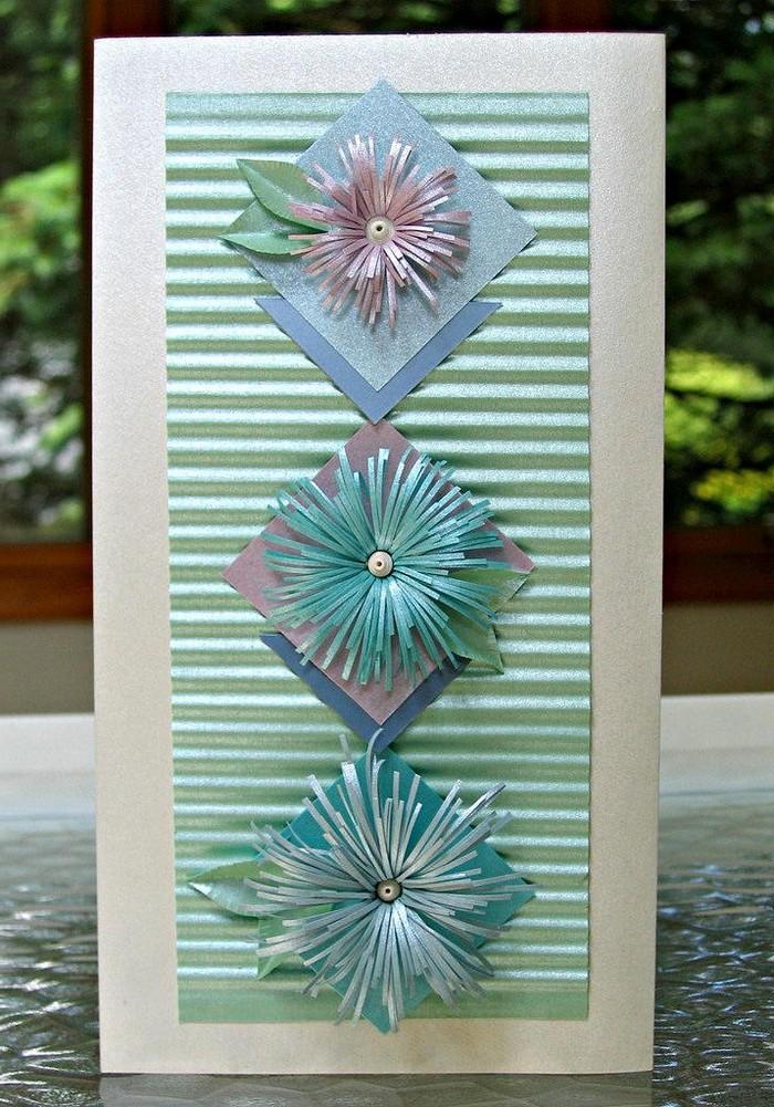 blumen aus papier basteln schöne muttertagsgeschenke basteln für muttertag muttertagsgeschenke ideen grußkarte mit streifen und drei blauen blumen