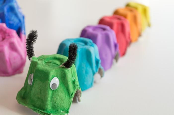 bunte raupe basteln aus eierkarton upcycling ideen basteln mit kindern kreative inspiration
