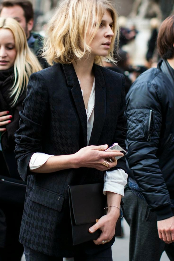 clemence poesy street style fashion week eleganter schwarzer anzug inspiration frisuren 2021 frauen bob kurze blonde haare
