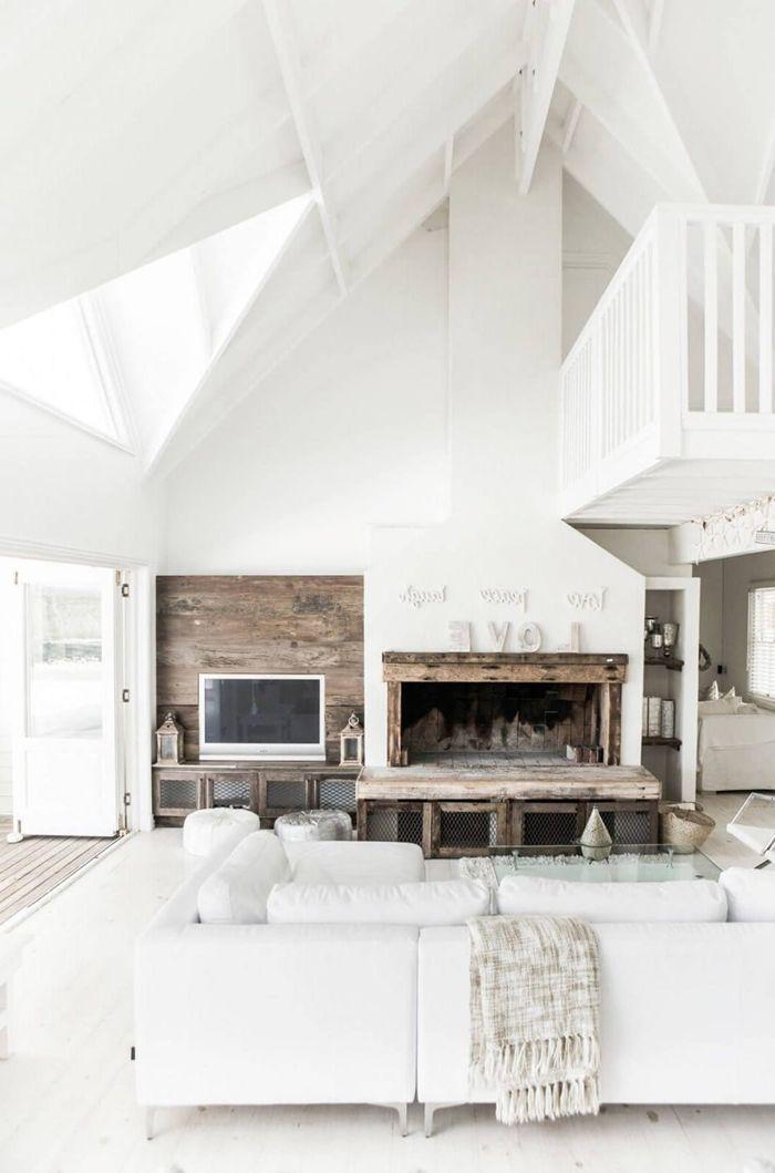 deckenpaneele streichen hohe decke einrichtung in weiß wohnzimmergestaltung kamin weißer sofa