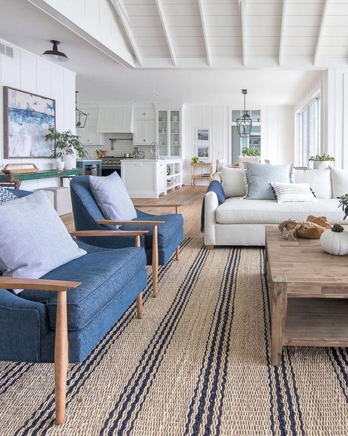 deckenpaneele streichen zimmereinrichten wohnzimmer sitzbereich teppich einrichtung in weiß und blau