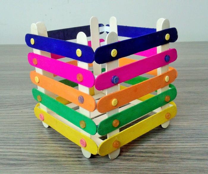 dekoration selber machen mit eisstäbchen basteln bunt bemalte schachtel aus holzstäbchen bestelideen kreative originell