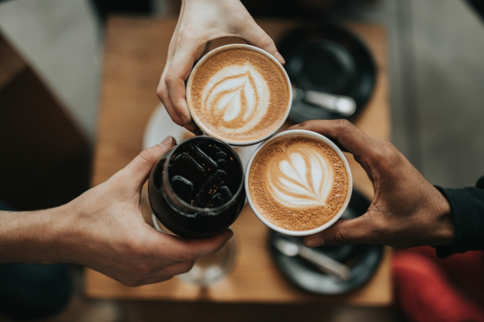 drei kaffeespezialitäten auswal einer gastro kaffeemaschine
