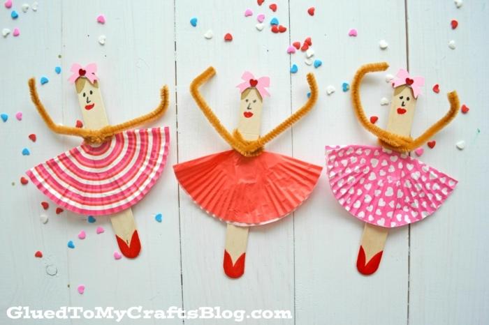 drei süße ballerinas aus eisstäbchen inspiration dekoration mädchenzimmer inspiration mit holzstäbchen basteln