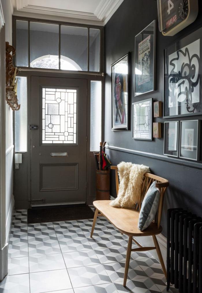dunkel grauen eingangsbreiche mosaik fliesen schwarz weiß kleine bank aus holz wandgestalltung flur modern flur gestalten inspiration