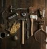 ein hammer eine zange verschiedene werkzeuge