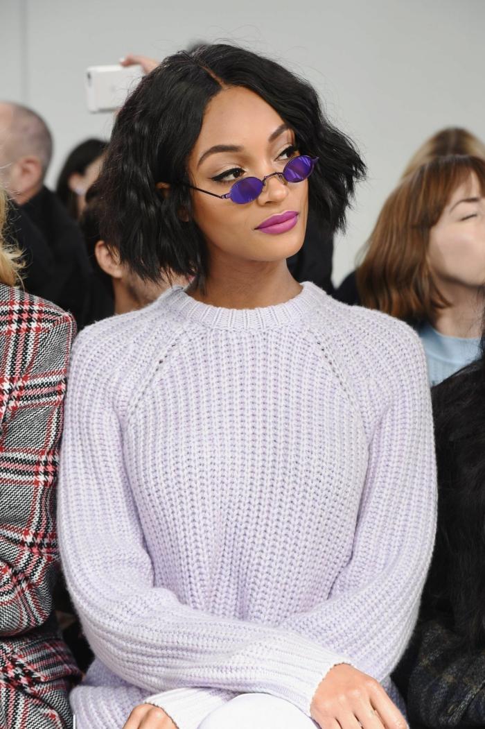 fashion week style graues kleid jourdan dunn mini sonnenbrillen kurze schwarze haare choppy bob 2021 inspiration