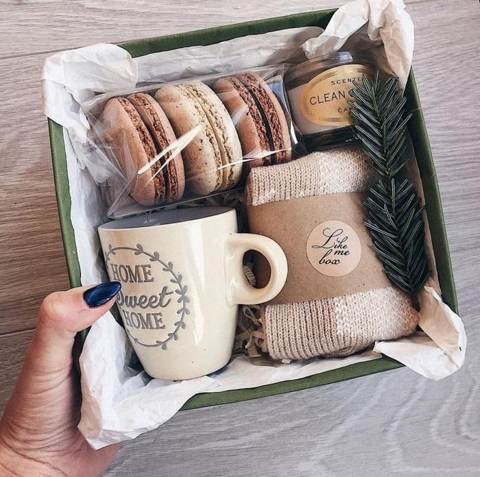 geschenke für frauen ab 60 60 geburtstag geschenk selbstgemacht 60 geburtstag mama kborb mit spa und relax dingen macaroons kaffeetasse aromakerzen