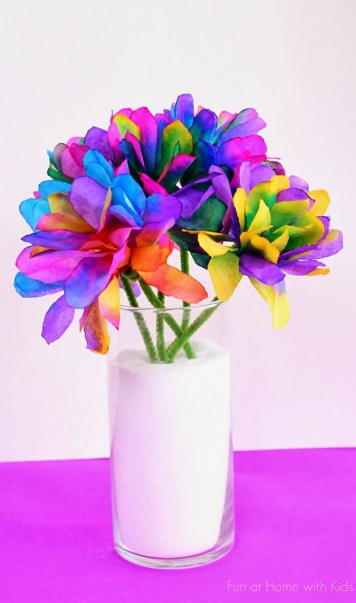 geschenke für mama selber machen schnelles geschenk für mama basteln muttertagsgeschenk muttertag basteln blumen aus papier basteln kaffeefilter blumenstrauß in vase
