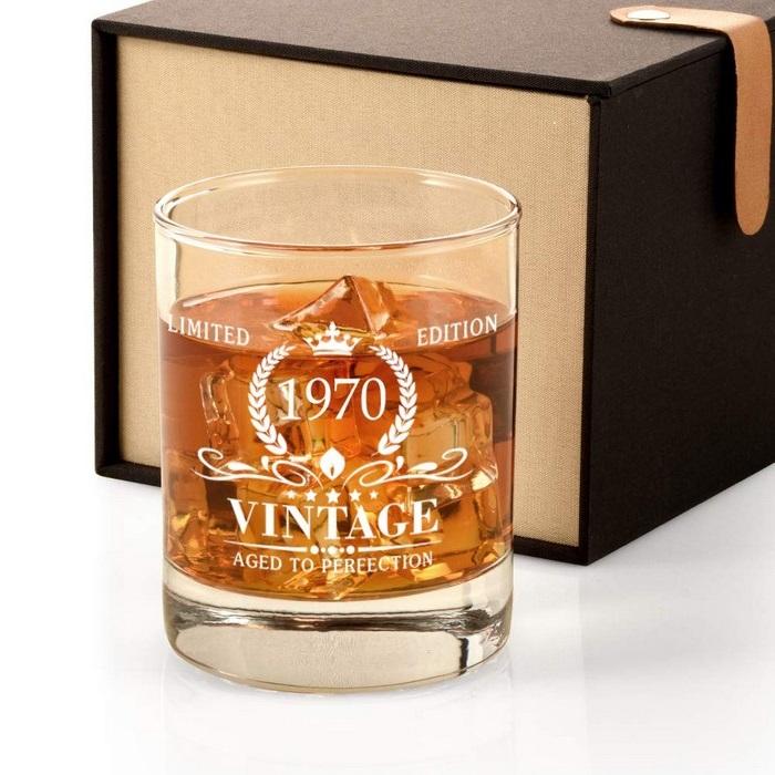 geschenke zum 60 geburtstag vater geburtstag 60 mann geschenke für männer zum geburtstag whiskey glas graviert vintage