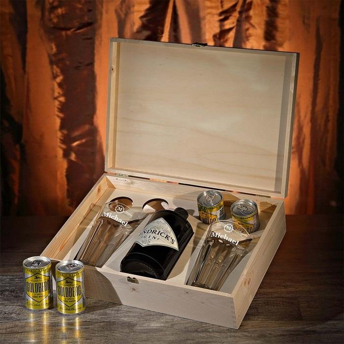 geschenke zum 60 geburtstag vater ideen zum 60 geburtstag geschenke zum 60 geburtstag mann holzbox mit alkoholflaschen gläaser und accessoirs