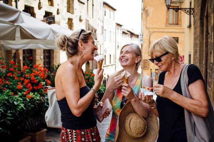 geschenke zum 60 geschenke zum 60geburtstag frau 60 geburtstag frau 60 geburtstag frau drei frauen in italien als geschenk 60 geburtstag frau