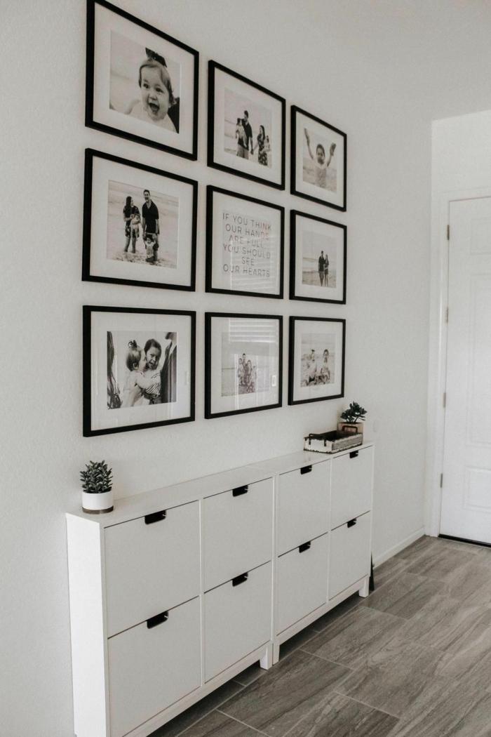 große fotowand mit vielen schwarz weißen fotos weißer schuhschrank minimalistische inneneinrichtung mini flur gestalten ideen und inspo