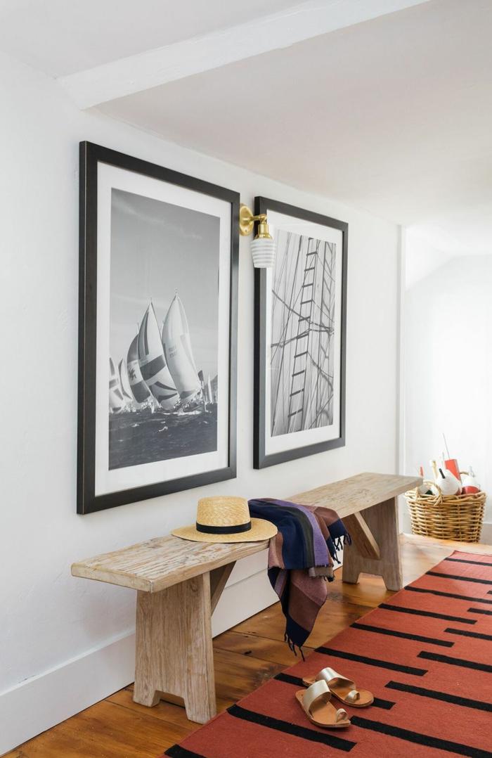 große schwarz weiße fotos an die wand lange bank aus holz modern flur gestalten inspiration und ideen ziegelfarbener teppich