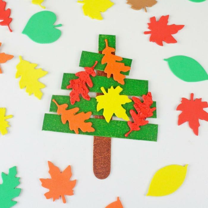 herbst baum dekoration selber basteln baum mit eisstielen basteln bunte blätter aus papier upcycling ideen und bastelinspiration