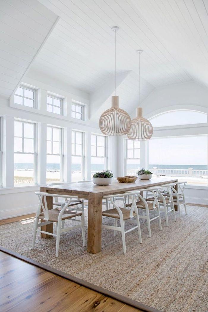 holzdecke weiß esszimmer gestalten hohe decke große fenster villa am meer strand style